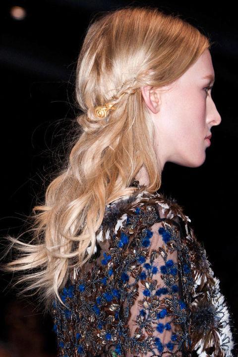 54bc27e943cf3_-_way-hair-trends-loose-long-waves-valentino-clp-rs15-5665-lg